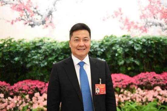 全国政协委员、中国侨联副主席朱奕龙