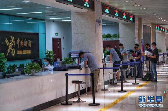 这是9月27日拍摄的浙江自贸试验区综合办事大厅。新华社发(张帆 摄)