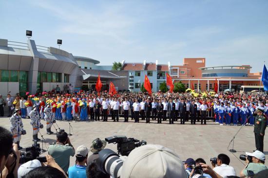 2012年06月16日, 神舟九号乘组航天员景海鹏、刘旺、刘洋在酒泉卫星发射中心参加航天员出征仪式 报告出征       摄影:朱九通