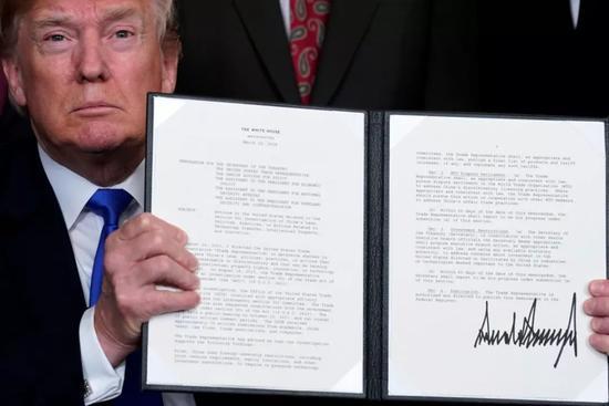 """▲美国总统特朗普3月22日签署总统备忘录,依据""""301调查""""结果,将对从中国进口的商品大规模征收关税,并限制中国企业对美投资并购。(美国《国家利益》双月刊网站)"""