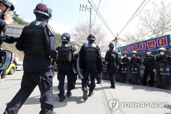 """韩国警察开始撤离""""萨德""""基地"""