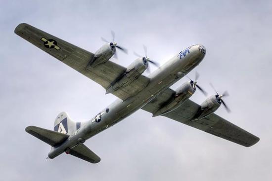 B-29超级空中保垒轰炸机
