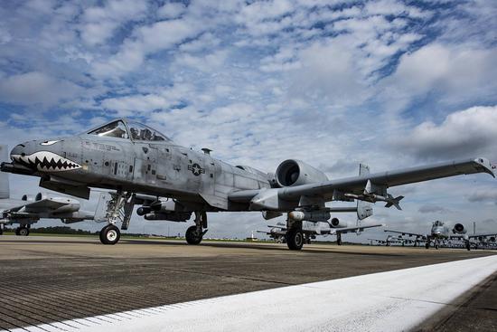 """资料图:""""不肯退休""""的A-10攻击机"""