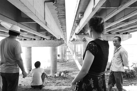 大桥至江面大约15米高