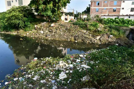 汕头市潮南区陈店镇河涌淤满垃圾