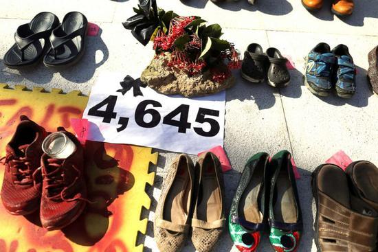 6月1日,民众聚集在圣胡安议会大楼外,抗议死亡人数过低 图源:ABC