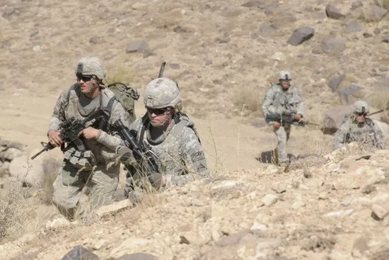 美军第4步兵团士兵在阿富汗扎布尔省巡逻(资料图)