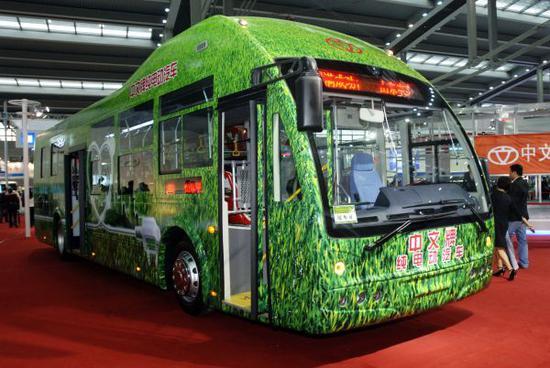 資料圖:這是山東沂星電動汽車有限公司生産的純電動汽車,該款車已于2010年年初在山東臨沂等地作為公交車投入使用。新華社記者 覃海石攝