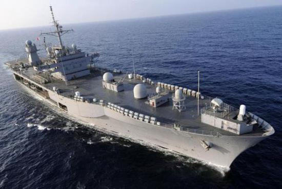 """资料图片:美海军第七舰队旗舰""""蓝岭""""号指挥舰。(图片来源于网络)"""