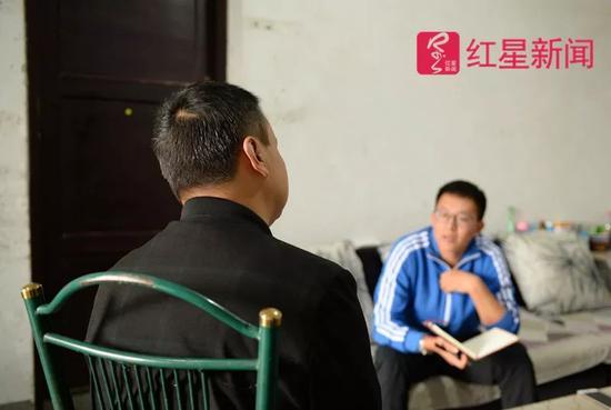 ▲9月14日,于建林接受红星新闻记者采访。