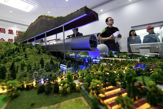 国内首条在山岭隧道中建设的大落差、大坡度综合管廊模型。