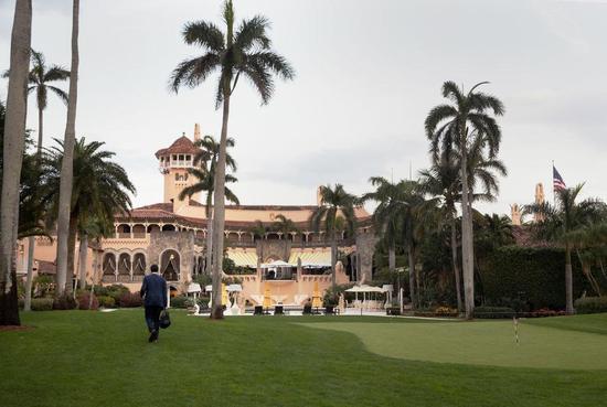 """▲佛罗里达州棕榈滩的会员制俱乐部海湖庄园,又被称为""""冬季白宫""""。图据《纽约时报》"""