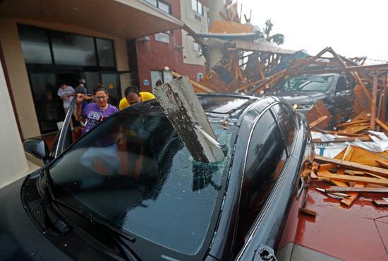 """视频:数十年来美国最强飓风!""""迈克尔""""过后佛州一"""