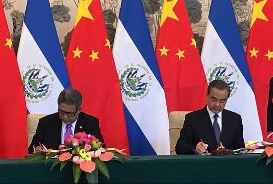 中国与萨尔瓦多建立外交关系 两国外长签联合公报