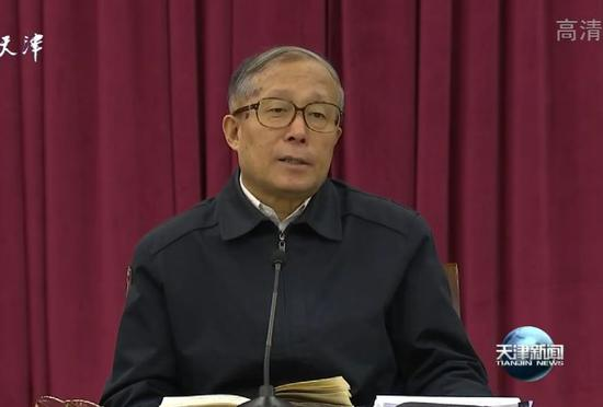 天下城娱乐平台·香港暴徒策划开枪伤警被诉,被告在法庭上痛哭,早知如此何必当初?