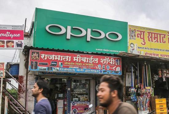 孟买陌头的OPPO告白牌(日本《日经亚洲批评》杂志网站)