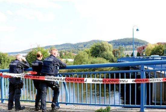 警方搜寻尸体警方搜寻尸体。 本文图片均来自红星新闻