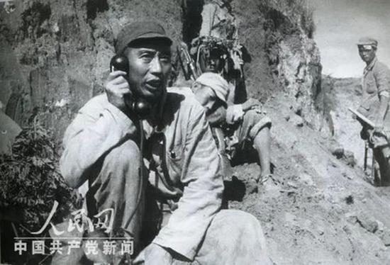 1947年,王震在定边前线指挥战斗。