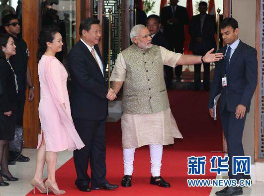 2018-05-23,国家主席习近平在古吉拉特邦首府艾哈迈达巴德会见印度总理莫迪。 新华社记者 庞兴雷 摄