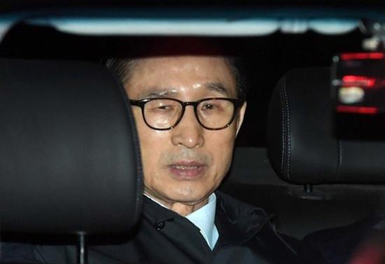 3月22日,李明博被押往拘留所