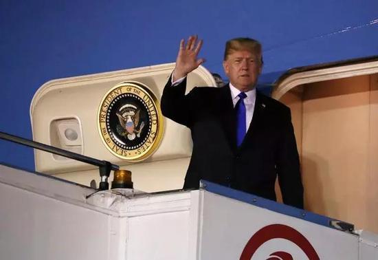 ▲提前離開G7峯會的美國總統川普抵達新加坡。
