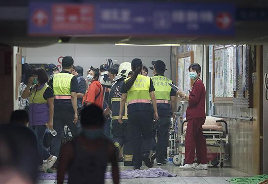 台湾新北市新庄区台北医院突发火灾,造成重大伤亡。东方IC 图