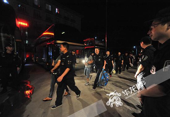 重庆警方从境外抓获诈骗嫌疑人150余名。警方供图