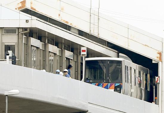 日本无人驾驶列车中途反向行驶致14人受伤