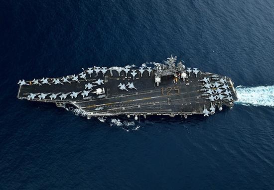 """""""罗斯福""""号航母,其搭载了第17舰载航空兵联队。"""