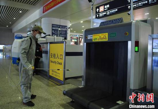 中国铁路首趟复工人员定制专列16日开出 当晚抵杭州图片