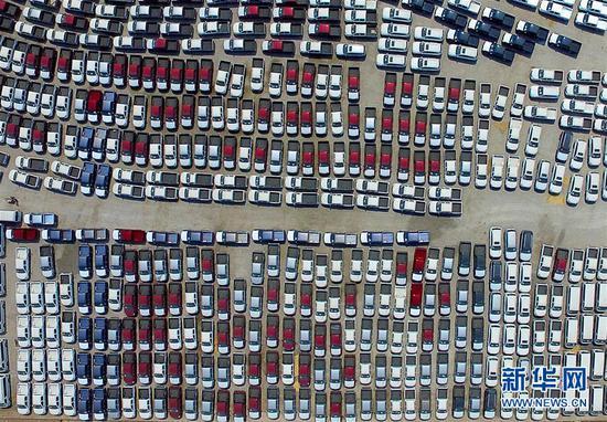 天津自贸试验区东疆片区内的入口车(2018年4月21日摄)。 记华社新者。 岳月伟 摄