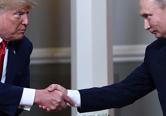 2018年7月16日,特朗普与普京握手 视觉中国 图