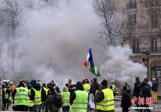 资料图:当地时间3月16日,巴黎发生大规模示威。中新社记者 李洋 摄