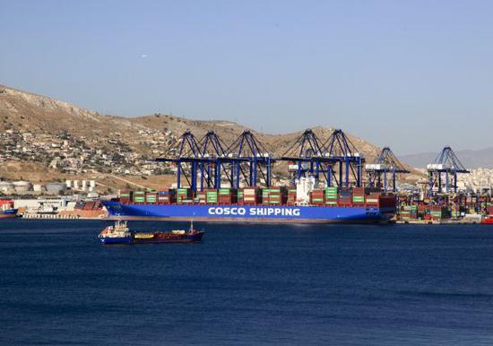 这是2017年9月12日拍摄的希腊比雷埃夫斯港集装箱码头。新华社记者 刘咏秋 摄