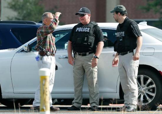 美国得州圣达菲高中发生枪击事件。(图片来源:CNN)