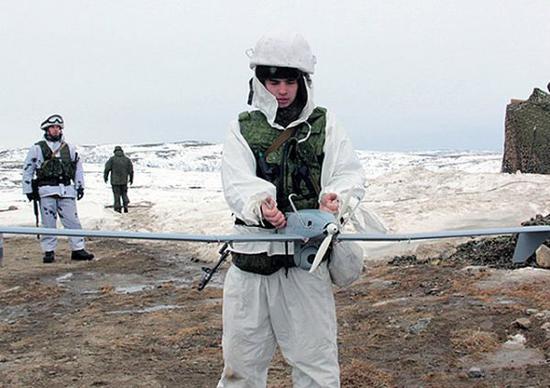 资料图片:俄军士兵准备发射Takhion无人机。(图片来源于网络)