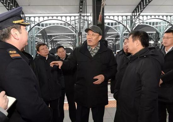 黑龙江省长去了趟火车站和传染病医院图片
