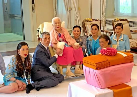 亚洲最美王后:晚年因整容判若两人 葬送一生爱情童话