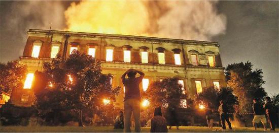 巴西博物馆大火。