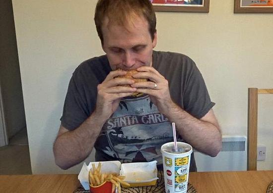 难以置信!英男子连续吃麦当劳一周体重不增反减
