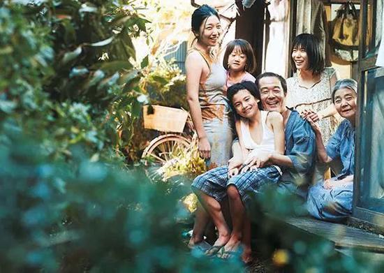 ▲是枝裕和获奖电影《小偷家族》剧照