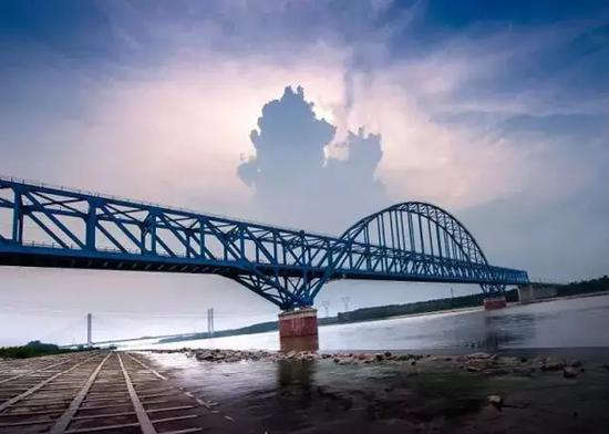 连盐铁路跨度最大的灌河特大桥