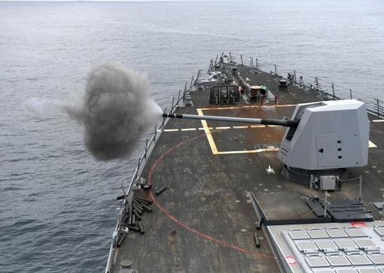 图为美国海军部署在拉美海域的舰艇正在进行训练