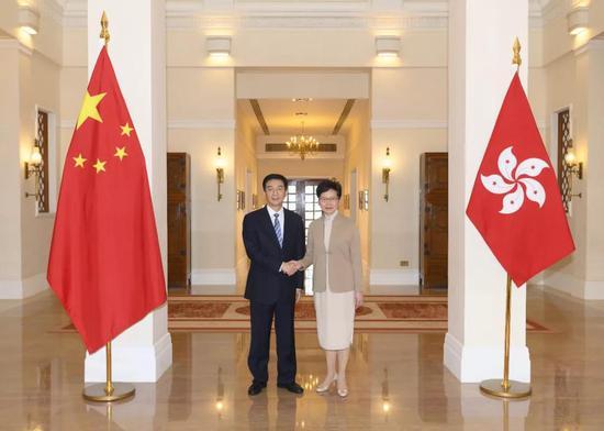 骆惠宁拜会林郑月娥 对林郑的勇气和担当表示敬意图片
