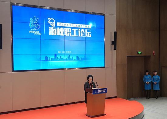 中国国民党中常委、海峡两岸劳工发展交流协会荣誉理事长侯彩凤发言。
