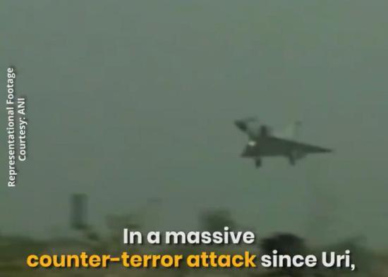 印度媒体发布幻影2000战机归来的视频截图。