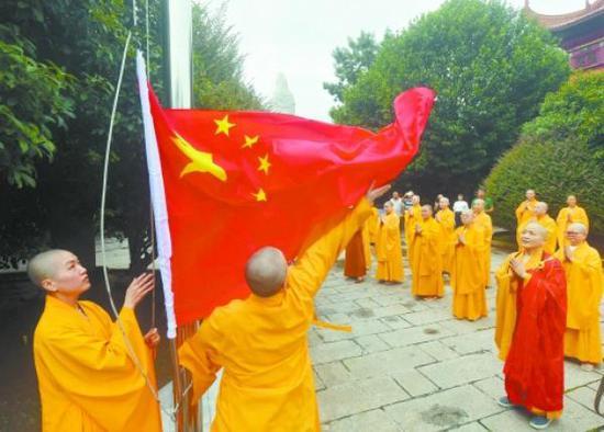 8月30日,长沙市开福寺,升国旗仪式现场。湖南日报记者 郭立亮 摄