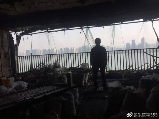被烧毁的房屋内景