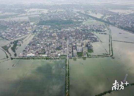 9月1日,铜盂镇树香村被洪水围困。