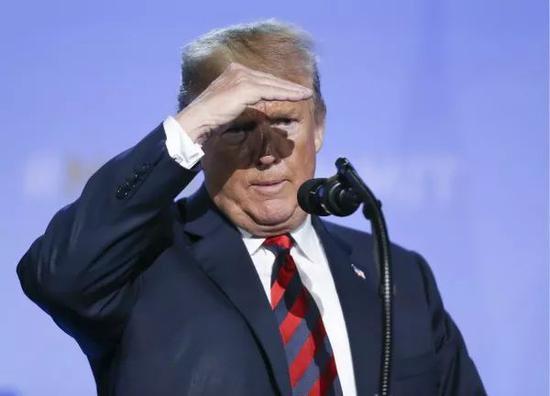 7月12日,在比利时布鲁塞尔的北约总部,美国总统特朗普召开新闻发布会。新华社记者叶平凡摄